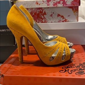 Yellow Suede Naughty Monkey Heels Size 8